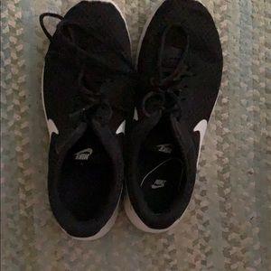 Nike Shoes - Black nike sneakers